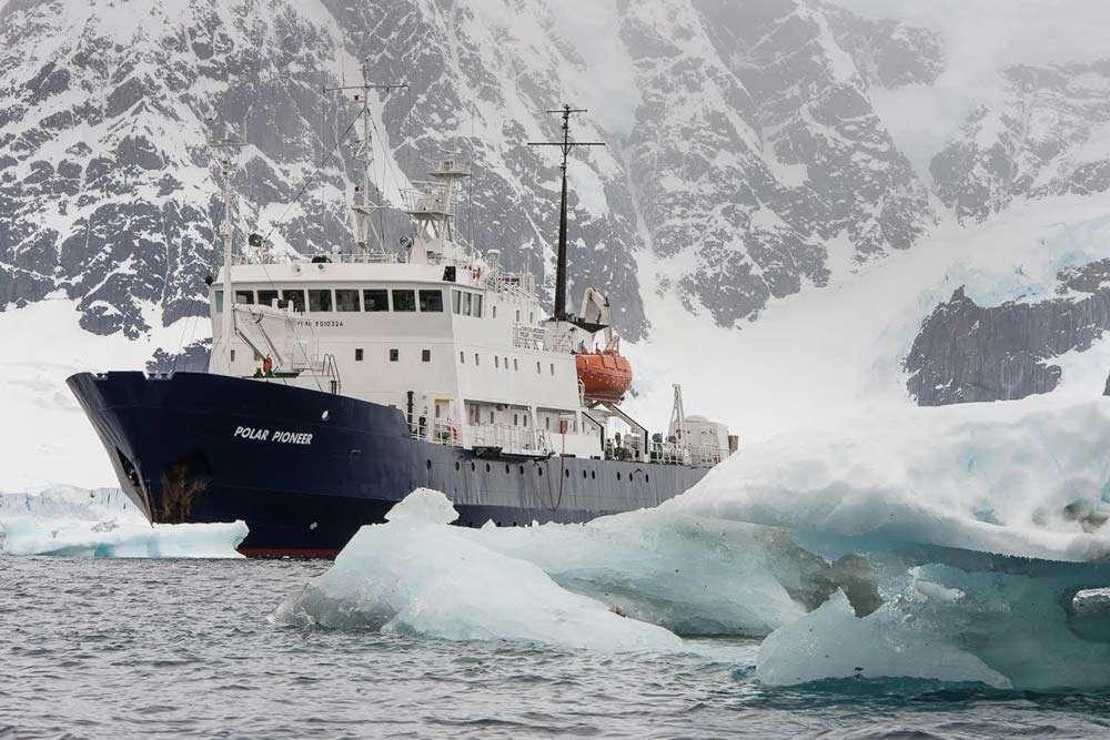 small ship cruise svalbard